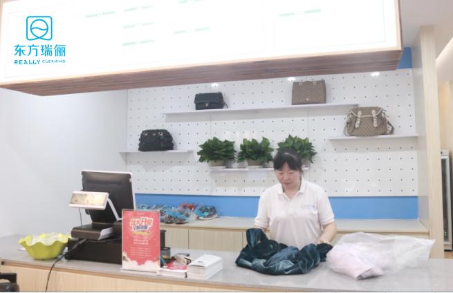 """东方瑞俪告诉你,加盟干洗店为什么有""""钱""""景?"""